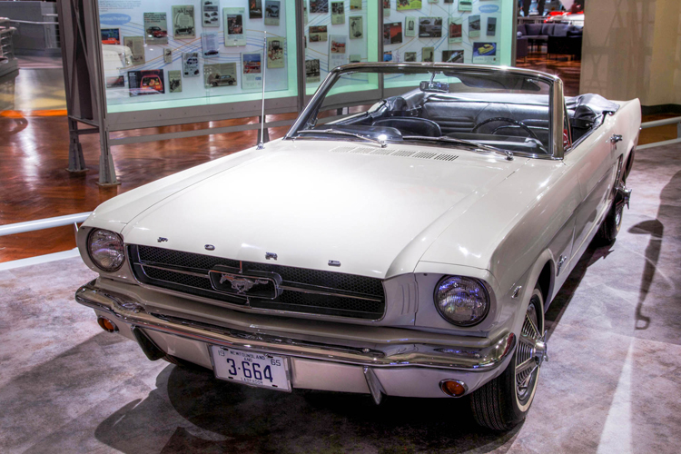 1964 Ford Mustang serial number one, fot. Alvintrusty, CC BY-SA 3.0