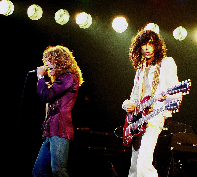 Robert Plant and Jimmy Page of Led Zeppelin, Chicago, fot. Jim Summaria, CC BY-SA 3.0